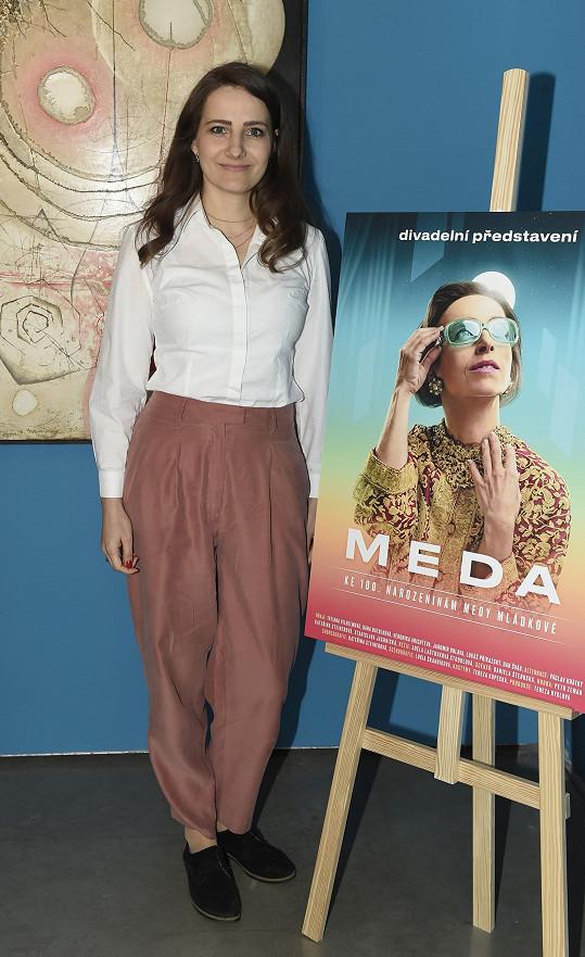 Daniela Šteruská hru Meda napsala a také ji produkuje.