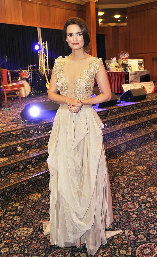 Daniela si vzala hodně odvážné šaty.