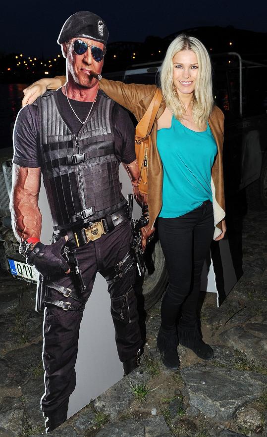 Romana vyrazila na premiéru filmu Postradatelní 3.