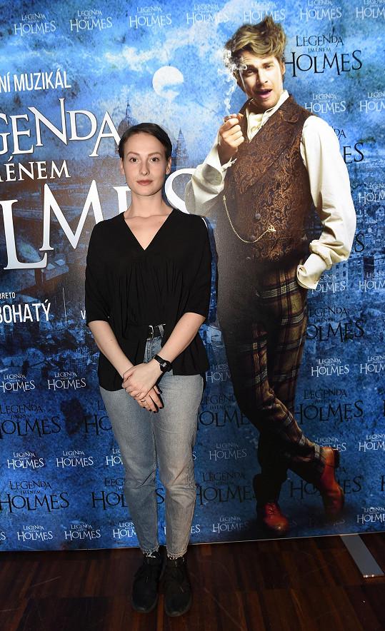 S plakátem k muzikálu Holmes