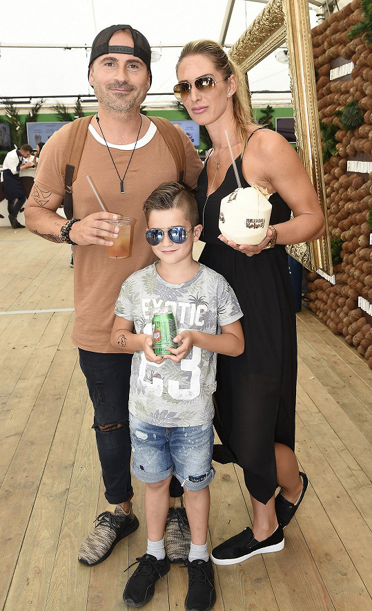 Aleš Lehký s manželkou Janou a synem Adamem ve Finlandia Kokos baru