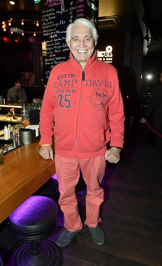 Jiří Krampol vyrazil aspoň na jeden večer za zábavou.