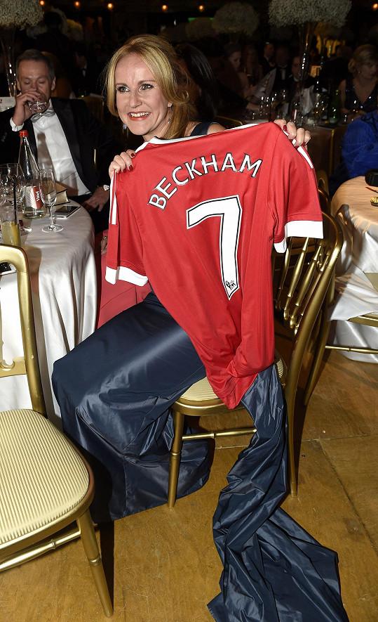 A dres Davida Beckhama nakonec skončil u ní.