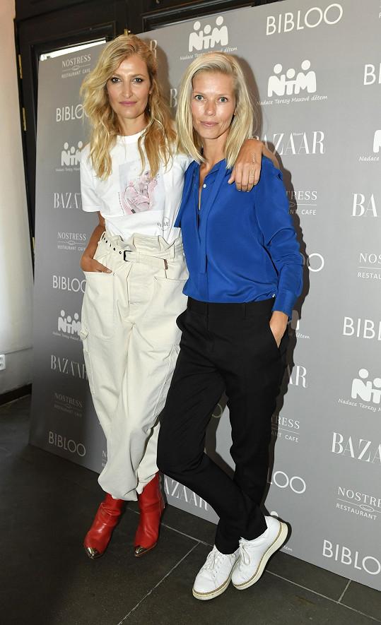 Veronika podpořila projekt časopisu Harper's Bazaar. Výtěžek z prodeje limitovaných triček putoval na projekt Made BY Nadaci Terezy Maxové dětem.