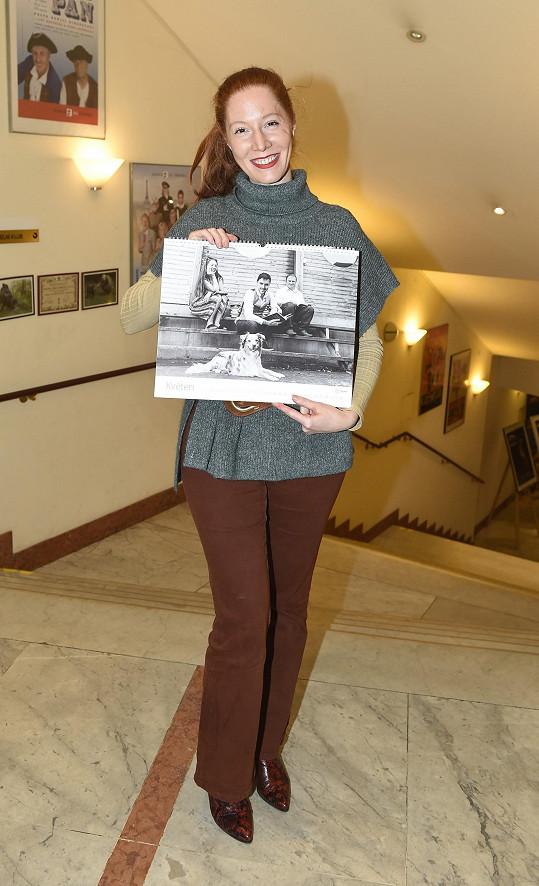 Nikol Heřmánková Kouklová představila kalendář pro nadaci Slunce.