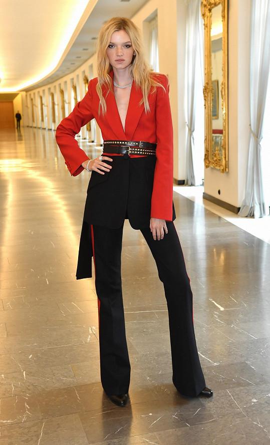 Dlouhonohá kráska Eva Klímková na osmadvacátém finále modelingové soutěže.