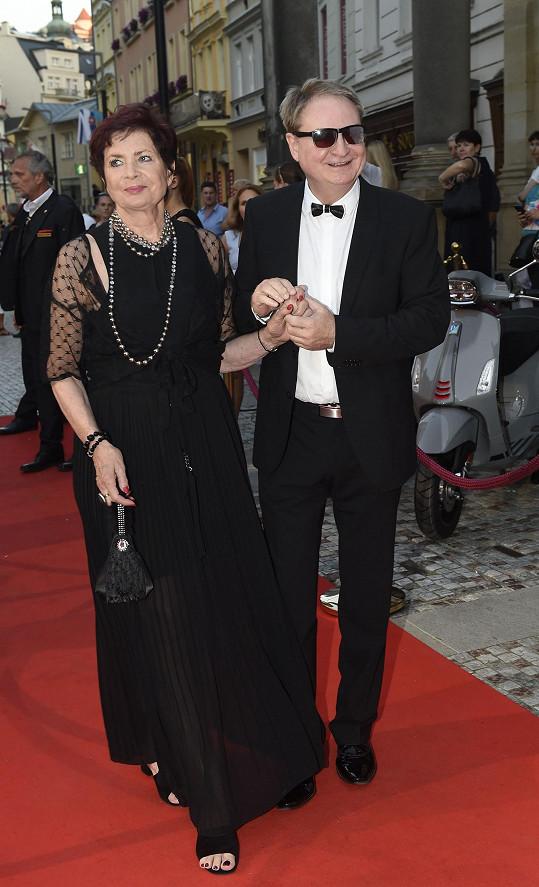 Moderátor Petr Jančařík s manželkou