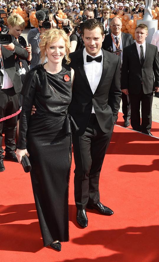 Aňa Geislerová s Jamiem Dornanem na červeném koberci