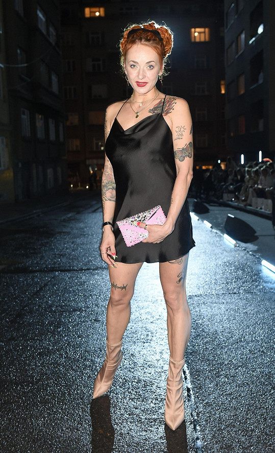 Terézia Bělčáková vystupuje jeko profesionální burlesque tanečnice Miss Cool Cat.