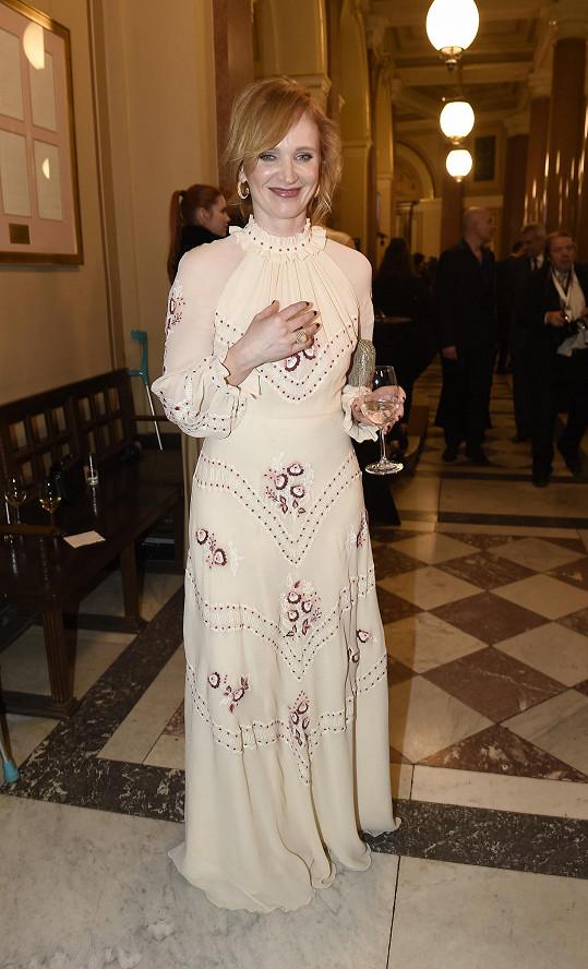 Originální byl i model Ani Geislerové z Alizé Fashion House ruské návrhářky Vilshenko, doplněný šperky Cartier.