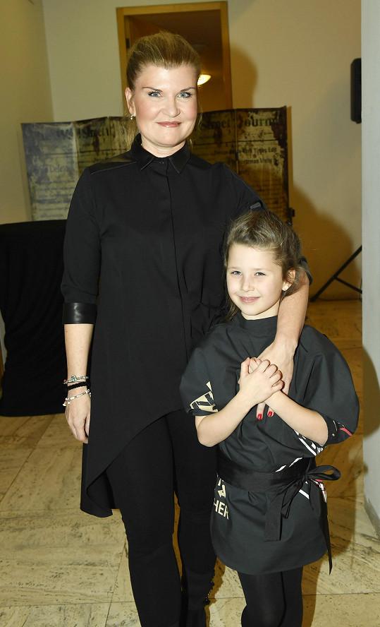 Gábina s malou dcerou kterou uvedla na své přehlíce do světa modelingu.