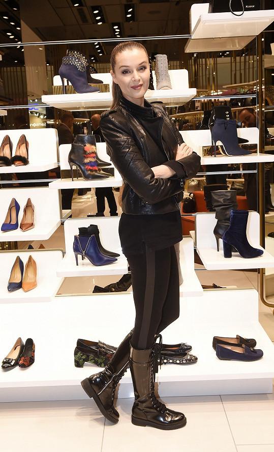 Iva jeden den na otevření prodejny s botami na Chodově
