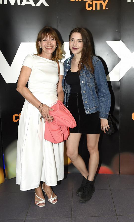 Michaela Dolinová se vydala do kina s dcerou.