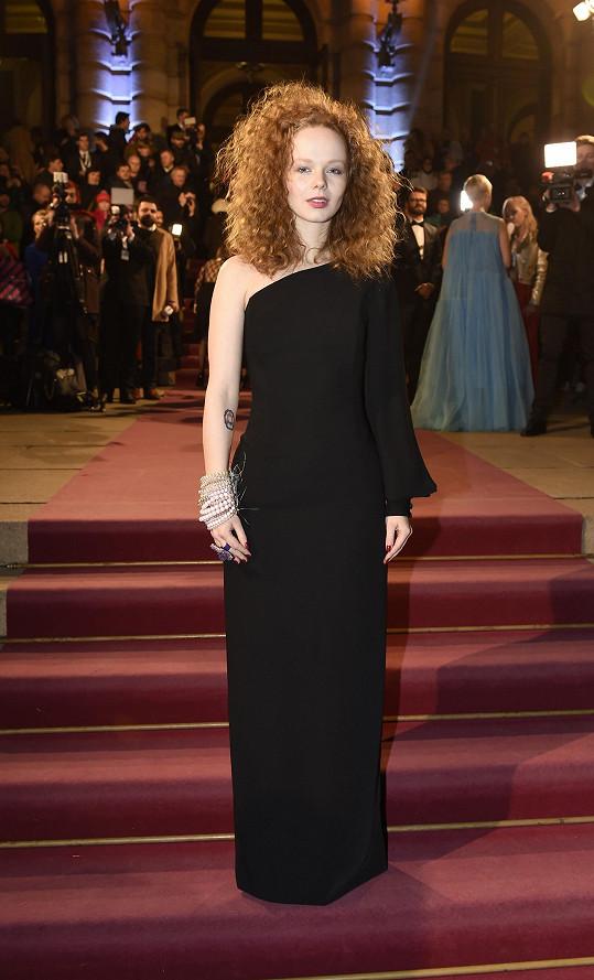Anna Kameníková měla šaty od návrhářky Taťány Kovaříkové.