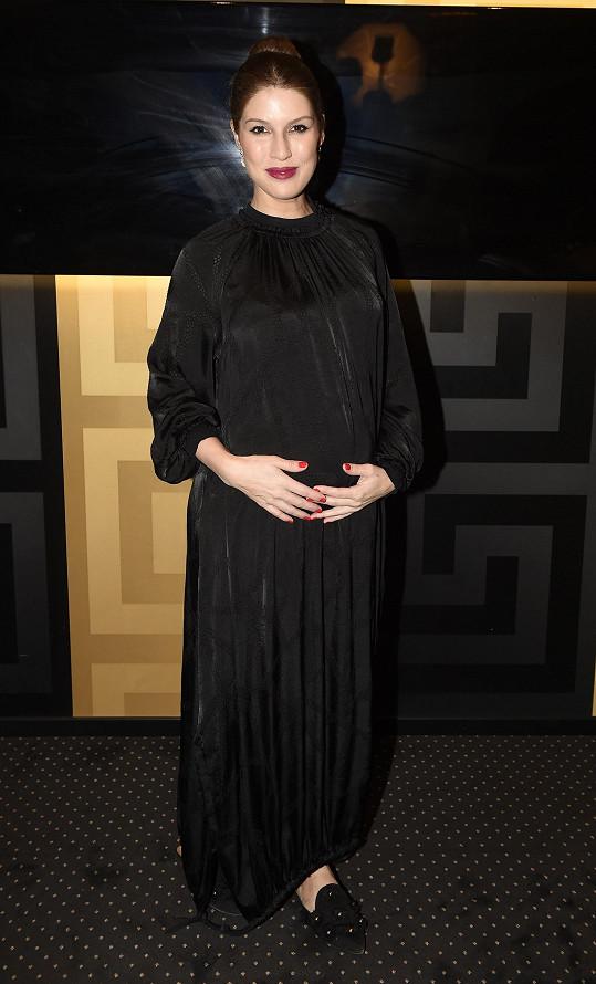 Viktoria během třetího těhotenství přibrala zatím deset kilo.