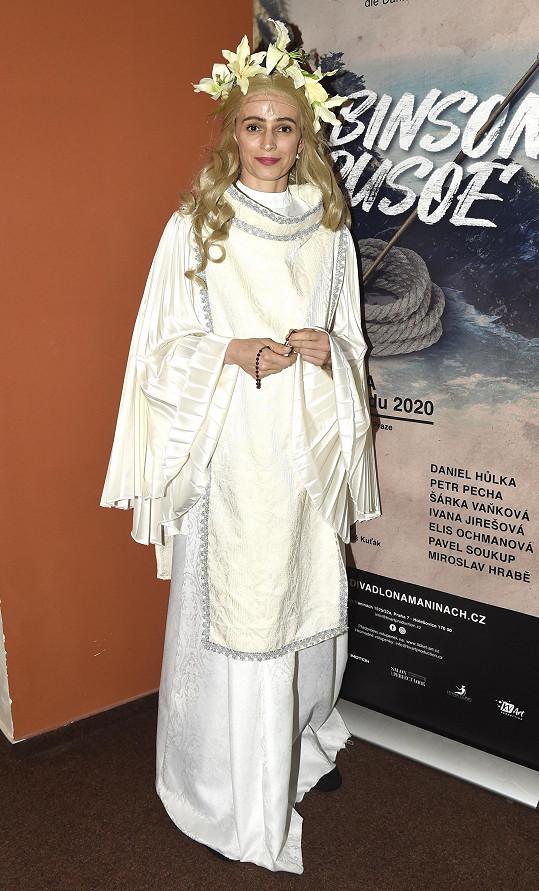 Ivana Jirešová hraje hlavní ženskou roli Mary v muzikálu Robinson Crusoe.