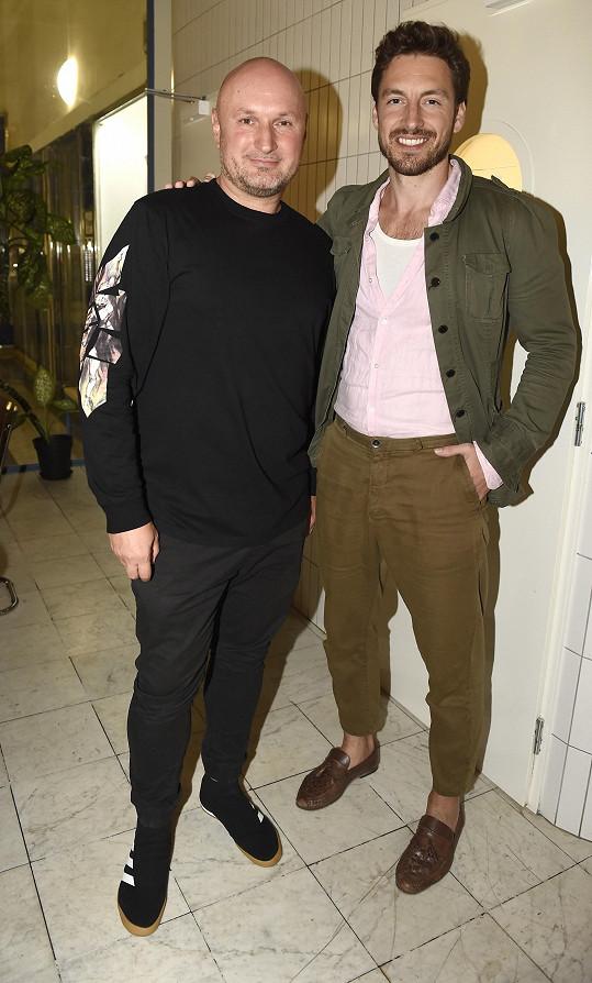 Ten v roce 2011 vyhrál soutěž Muž roku (na snímku s ředitelem soutěže Davidem Novotným).