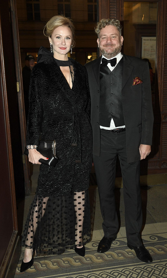 Herec, jehož proslavily reklamy, Tomáš Racek s partnerkou.