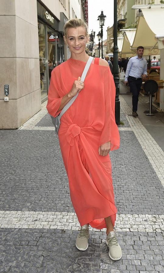 Ivana vyrazila na akci v krásných šatech od návrhářky Leedy.
