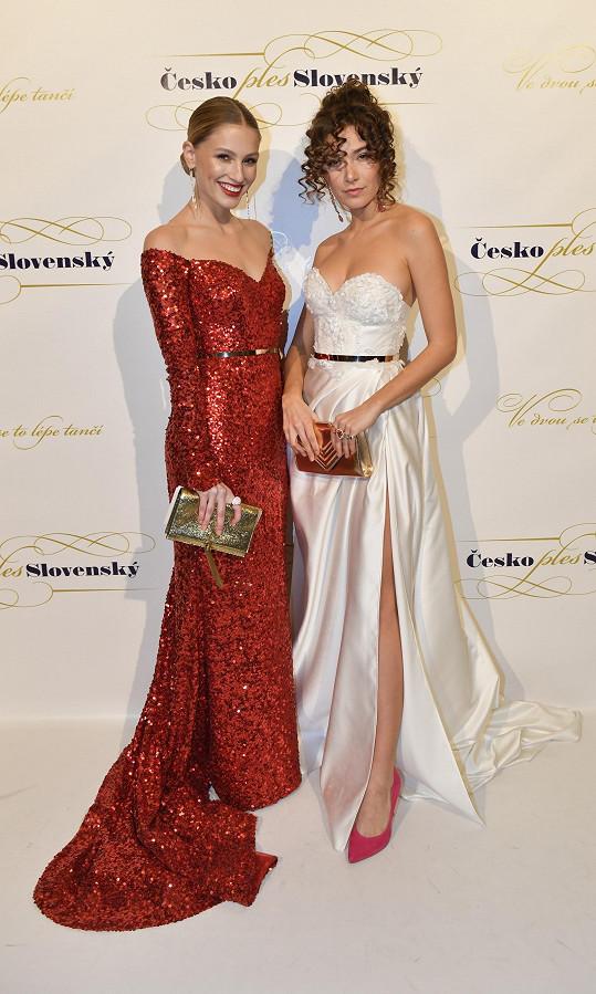 Andrea na ples dorazila s Karolínou Mališovou.