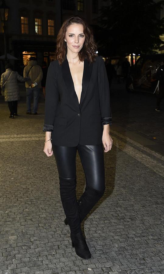 Andrea Kabická vyrazila na párty oblečená neoblečená.