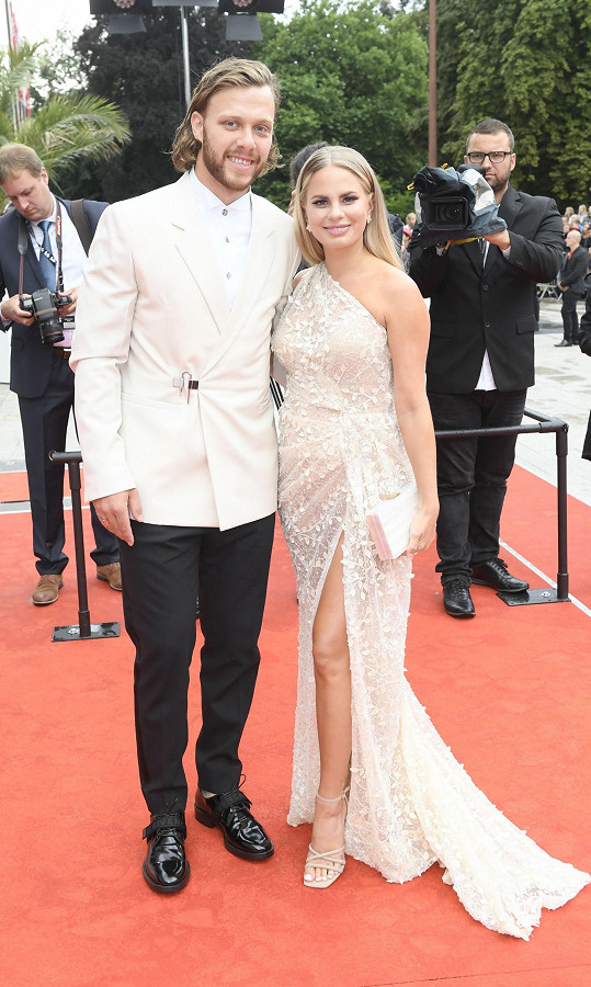 David Pastrňák s partnerkou přijeli na zakončení filmového festivalu.