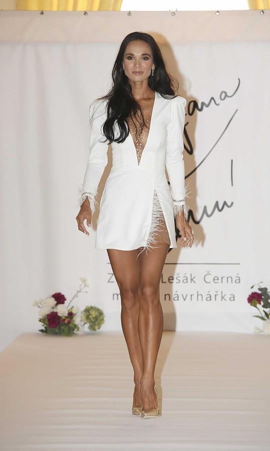 Výjimku udělala pro karlovarskou přehlídku návrhářky Zuzany Lešák Černé.