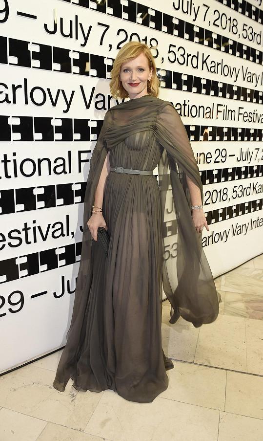 Aňa Geislerová a šaty od Ivany Mentlové