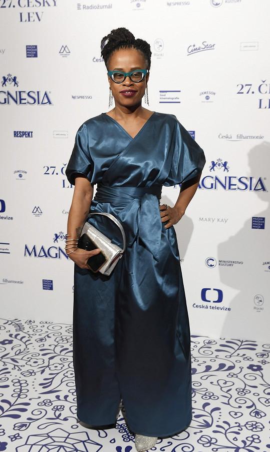 Tonya Graves měla na Českých lvech šaty, které jí ušil na míru návrhář Miroslav Bárta.