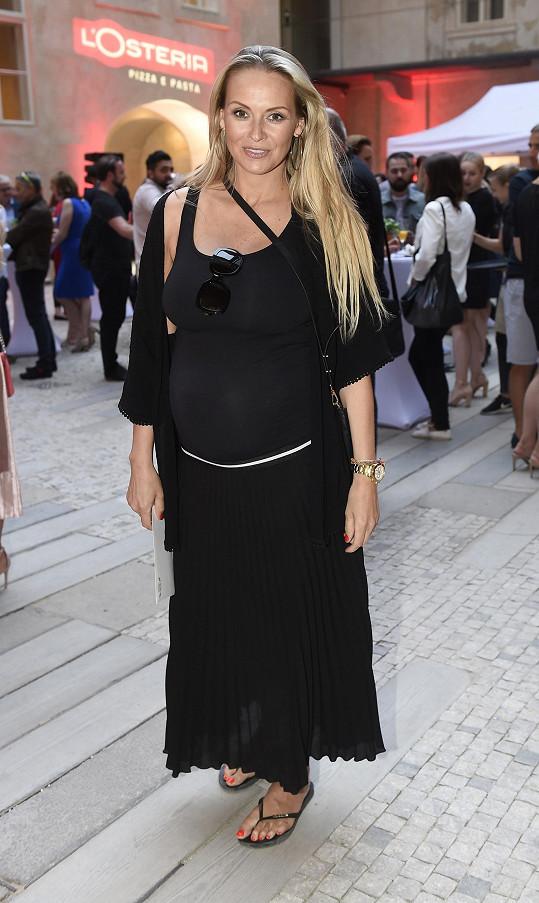 Martina uvedla spekulace na pravou míru, těhotná není.