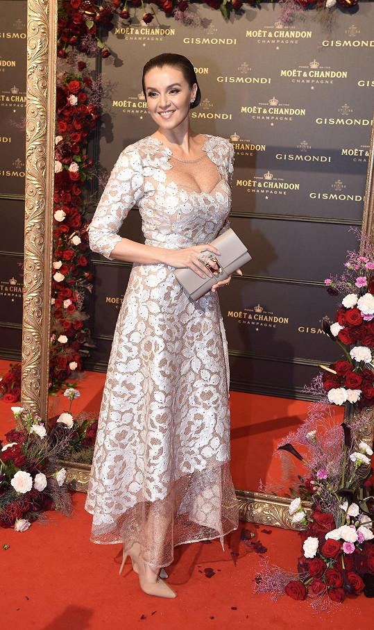 Iva Kubelková v modelu od Beaty Rajské na Moët párty
