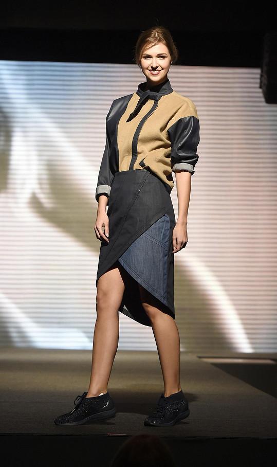 Lucie předváděla modely návrhářky Gábiny Páralové.