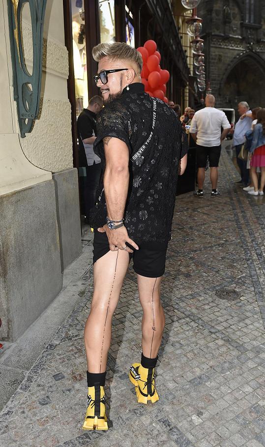 Osmany Laffita poutal pozornost svým outfitem.