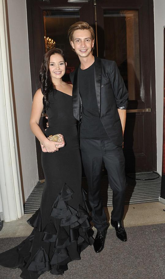 Jakub Poner se sestrou Nikol pro Charlottku připravili šaty.