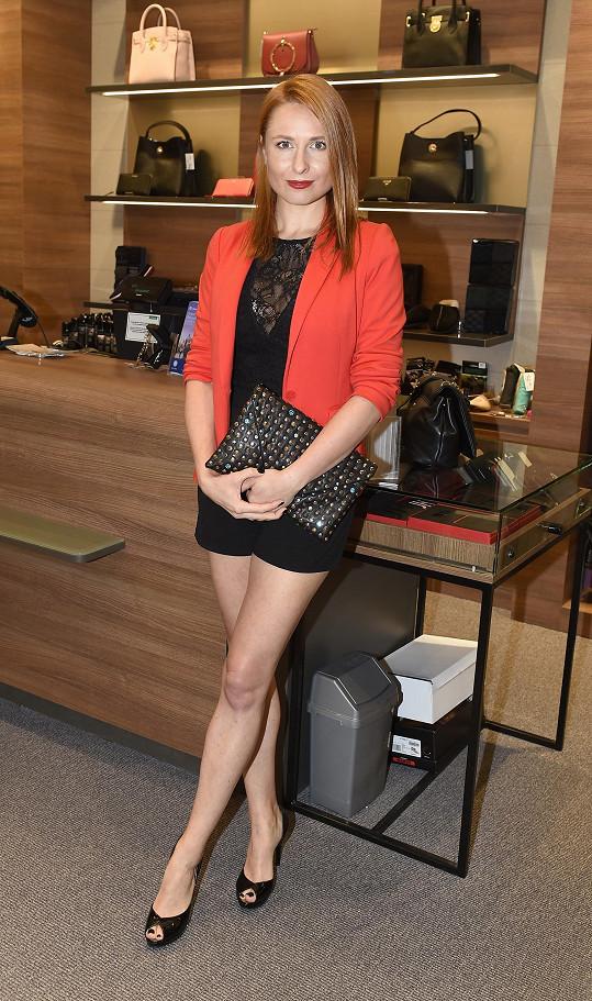 Romana promluvila o operaci na představení nové kolekce podzimních bot.