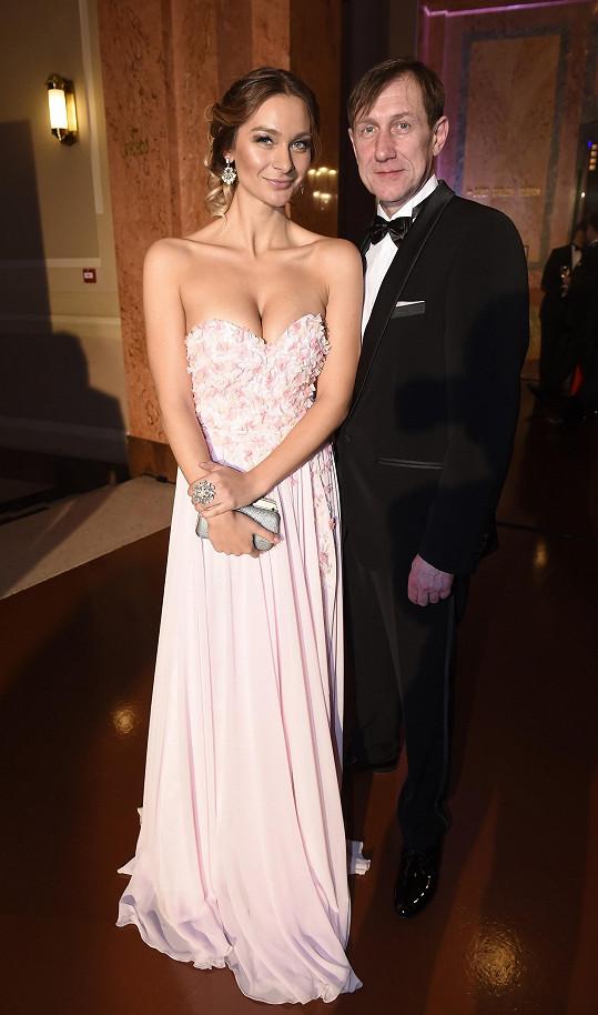 Jan Antonín Duchoslav minulou sobotu na Česko-Slovenském plese s kolegyní Bárou Mottlovou.