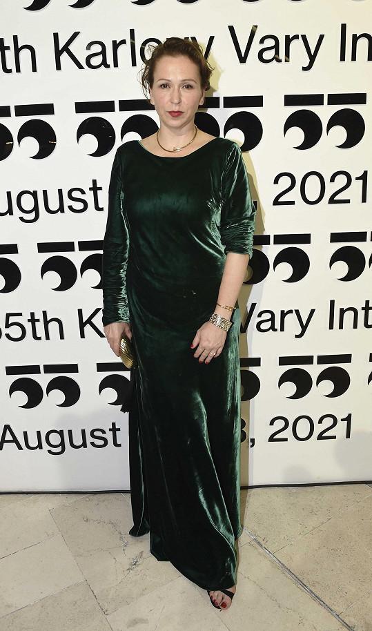 Zuzana Stivínová si své šaty vypůjčila.