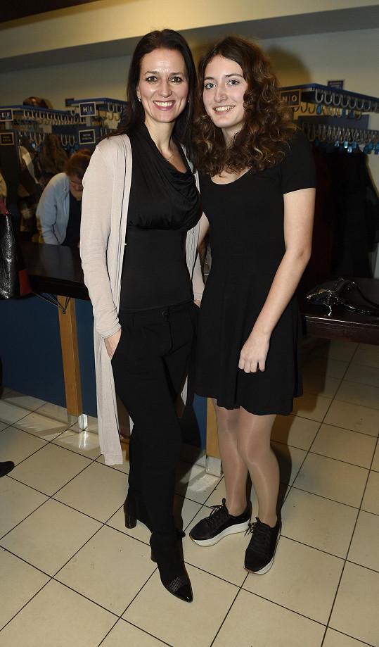 Adéla se svou dcerou Nelou vyrazila na premiéru muzikálu.