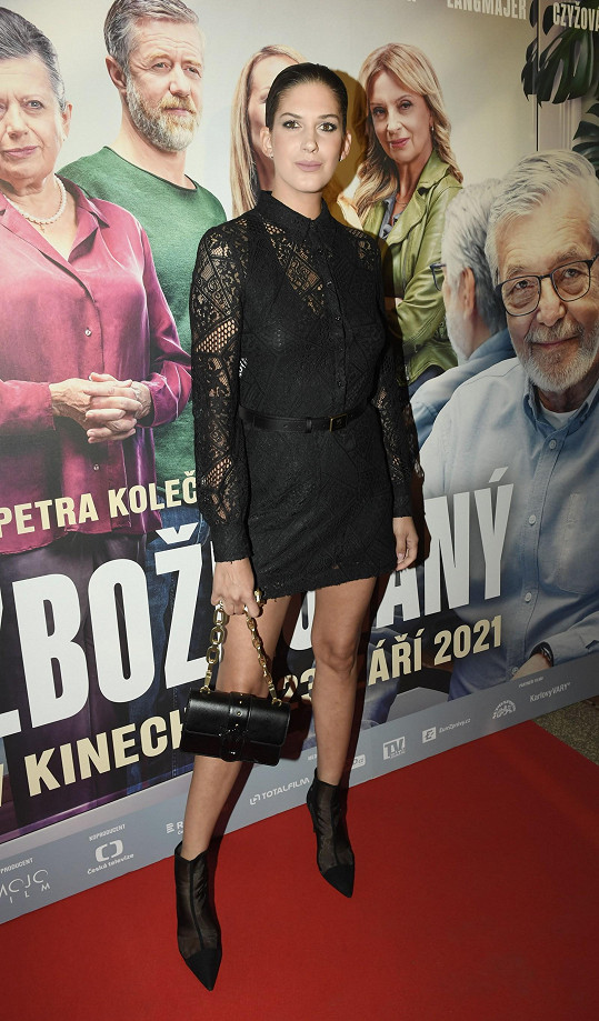 Aneta Vignerová na premiéře filmu Zbožňovaný.