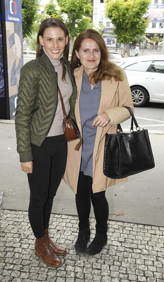 Také Šárka Vaculíková a Eva Leinweberová, kterou uvidíte i v seriálu Osada.