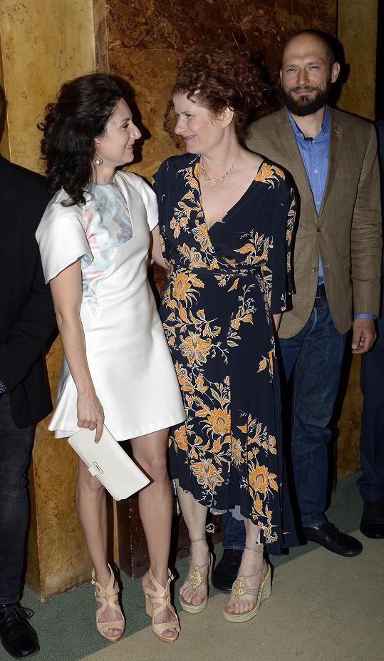 Herečka Martha Issová s režisérkou Alicí Nellis