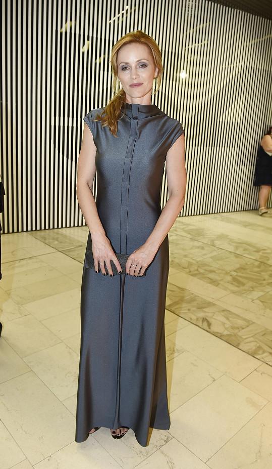 Oblékla model od Josefíny Bakošové.