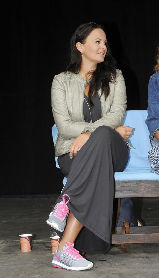 Jitka si na letní scéně zahraje ve hře Mezi úterým a pátkem, kterou s kolegy hraje přes rok v kamenném divadle.