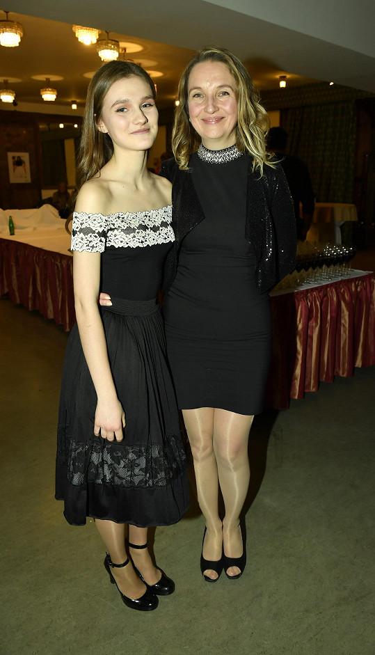 Máma a dcera na premiéře filmu Cena za štěstí