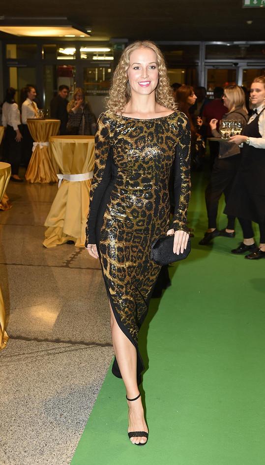 Petra Vojtková si nechala šaty na premiéru speciálně ušít.