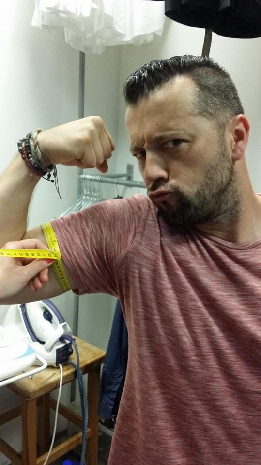 Biceps má pořádný.