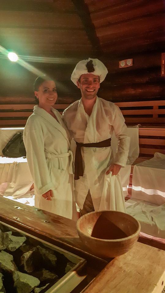 Dopřává si saunové rituály.
