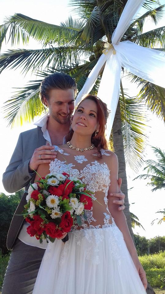 Míša Nosková a Ondřej Bábor se vzali na Srí Lance.