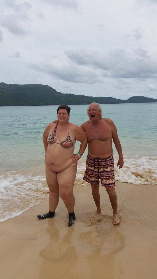 Vzala si vůbec spodní díl plavek?