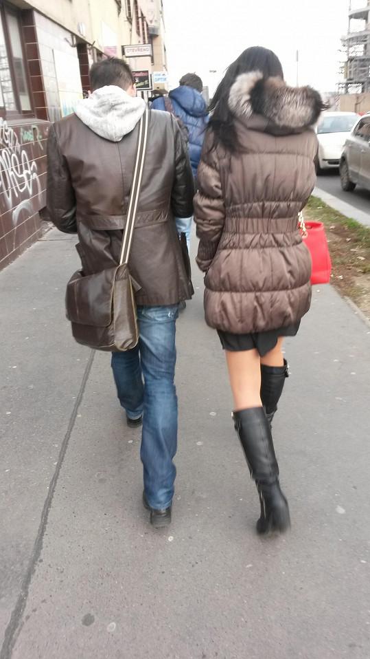 Martin Písařík do dívky za chůze pořád něco hučel.